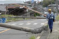 「台風21号」(3枚組) 山口 翔平 (日本電気協会新聞部 社員)